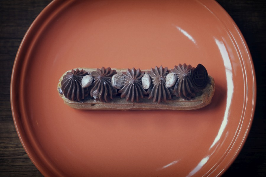 Chocolate y Avellanas Eclair